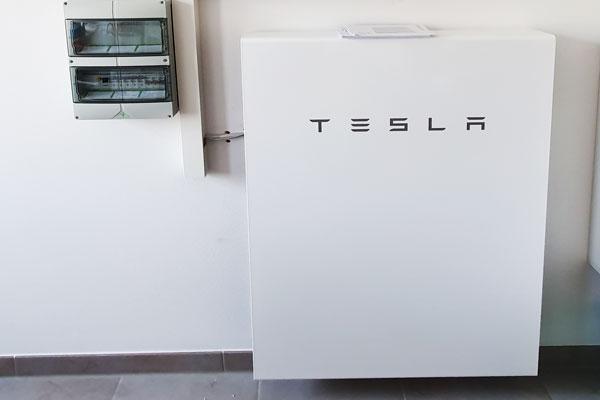 Tesla-Wallbox Stromspeicher Paderborn